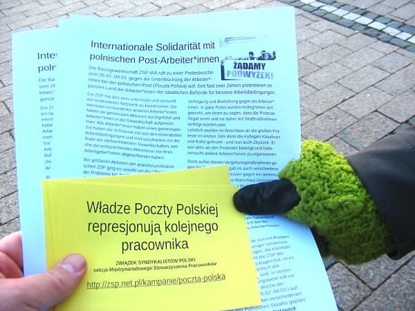 Soli-Flugblätter zum Arbeitskampf der polnischen Postler*innen